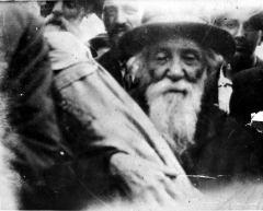 Saliendo con la Toráh, desde los archivos de Yad vashem, jerusalen