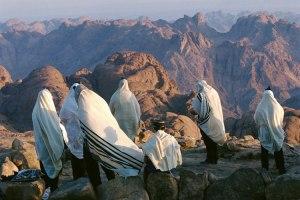 La oracion de la mañana, dada en el desierto de sinai.